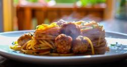 spaghetti con polpettine al sugo