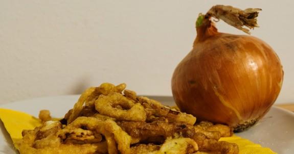 gli anelli di cipolla dorati sono deliziosi