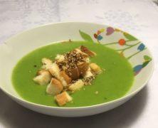 crema di spinaci con crostini al sesamo